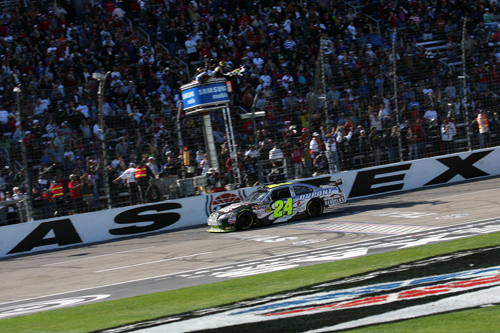 jeff gordon wins in phoenix. Last year, Jeff Gordon won the