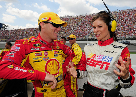 http://ovalscreams.files.wordpress.com/2010/09/jamie-little-interviews-harvick.jpg